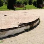 scena dezafectata in parcul catedralei bacau-2