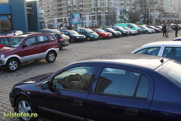 targ auto in centrul bacaului-1
