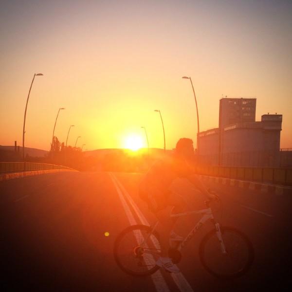 3 kristofer bicicleta apus pod instagram