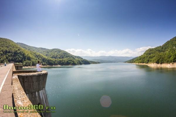 lacul-si-barajul-poiana-uzului-3-1000x666