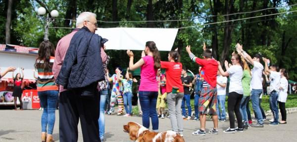 tineri bacau Targul-Voluntarilor-Bacau-2014-20