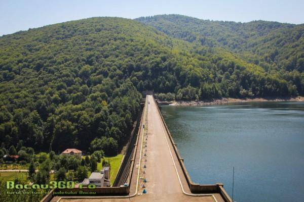 lacul-si-barajul-poiana-uzului-8-1000x666
