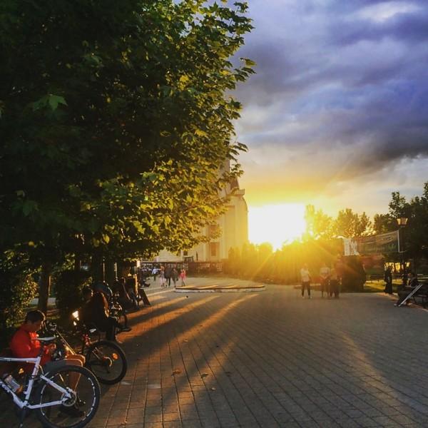 4 apus bacau parcul catedralei instagram