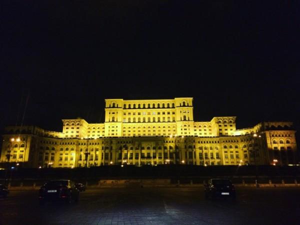1 palatul parlamentului casa poporului noaptea