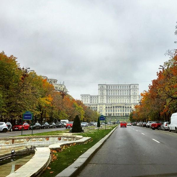 10-toamna-bucuresti-palatul-parlamentului