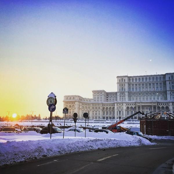 10 palatul parlamentului iarna bucuresti
