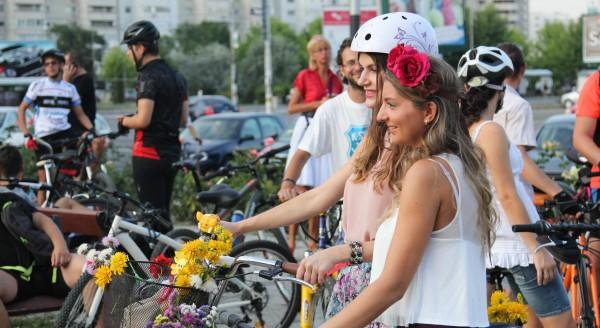 flori fete biciclete bacau