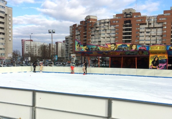 patinoar parcul catedralei bacau 2017