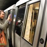 metrou bucuresti tapetat cu poezie julius meinl (11)